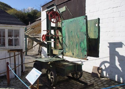 Mobile crane at Wheal Martyn - before restoration
